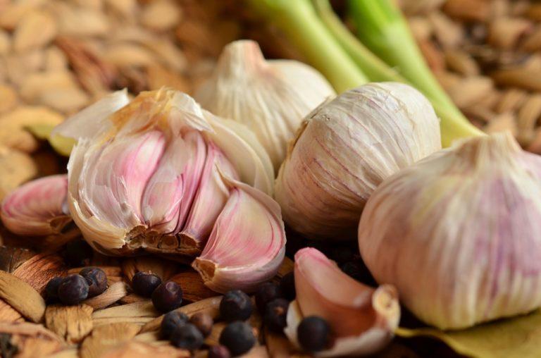 Garlic for Hair Loss: Garlic Shampoo and Garlic Oil Hair Benefits