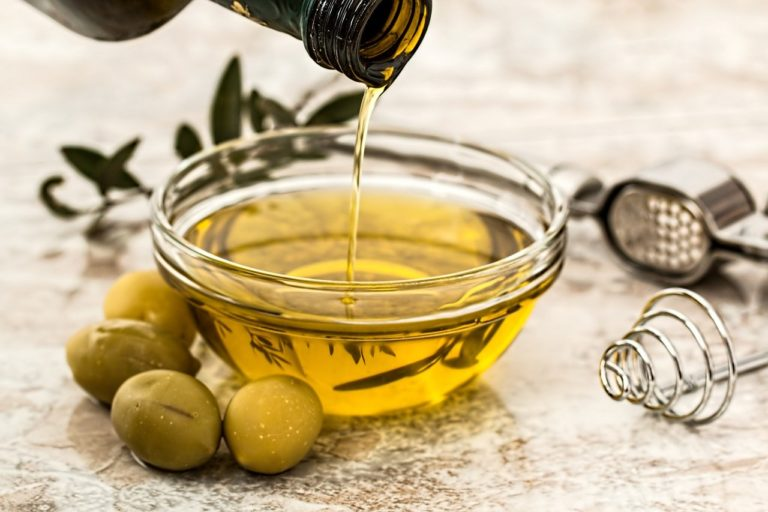 Olive Oil for Hair Growth: The Amazing Benefits for Your Scalp and Hair