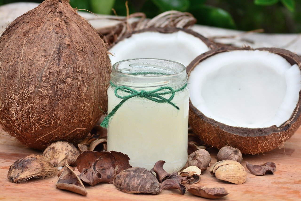 Coconut Oil for Hair Promotes Hair Growth, Treats Dandruff and Dry Scalp